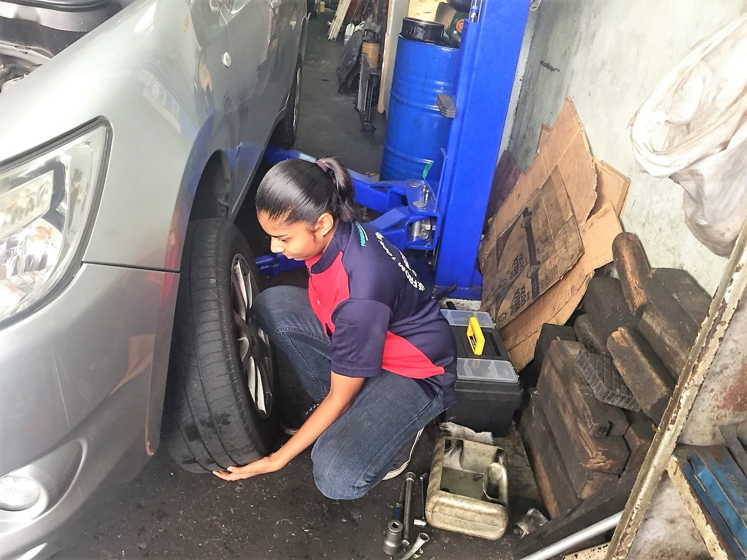 replace-a-worn-out-tyre.jpg
